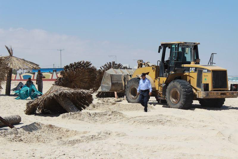 بلدية رفح تبدأ حملة لإزالة التعديات على شاطئ البحر