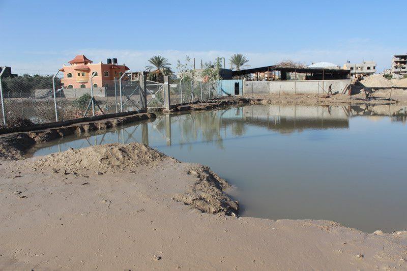 انهيارات في محطة تجميع مياه الأمطار الجديدة في رفح .