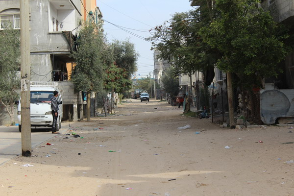 بلدية رفح توزع إشعارات بإزالة التعديات على عدة شوارع داخلية في تل السلطان