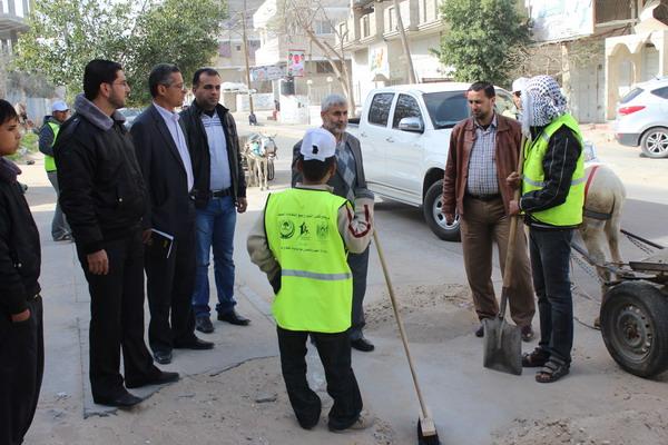 رئيس بلدية رفح ينظم جولة لتفقد مستوى النظافة في المدينة