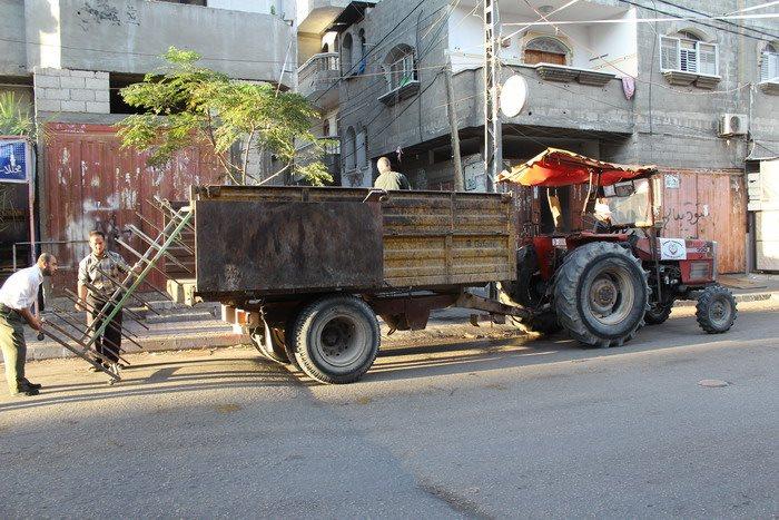 بلدية رفح تنفذ حملة لإزالة التعديات بحي تل السلطان