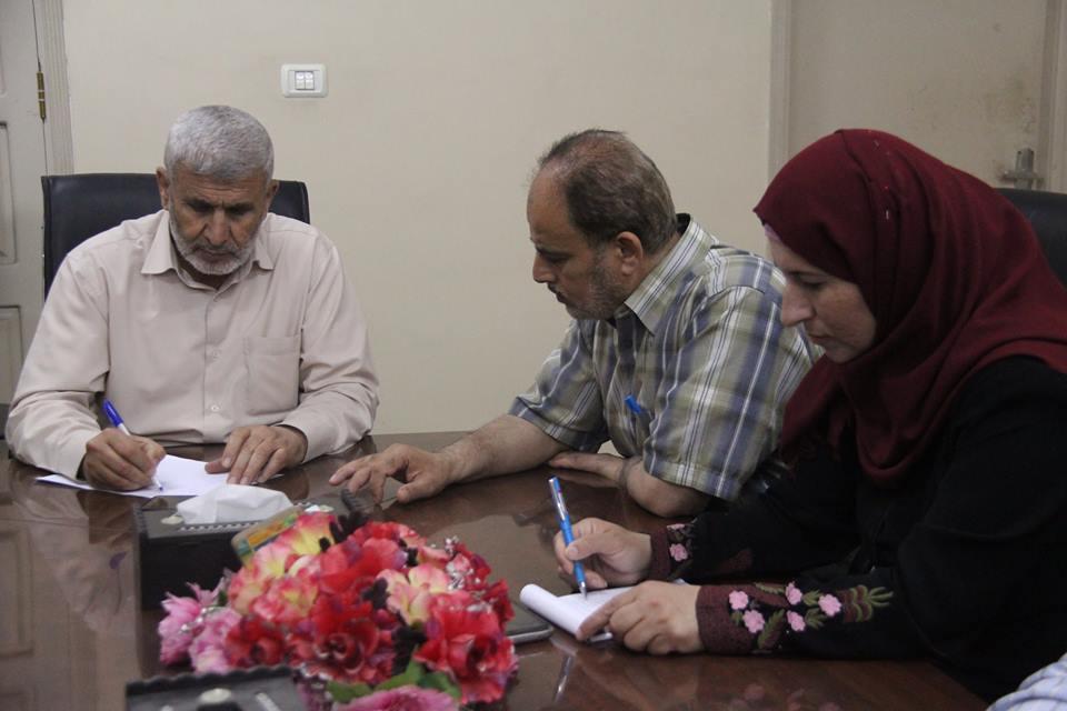 خلال اجتماع رئيس البلدية أ. صبحي أبو رضوان مع أعضاء لجنة حي الشابورة ؛ لمناقشة بحث عدة مطالب للجنة الحي .