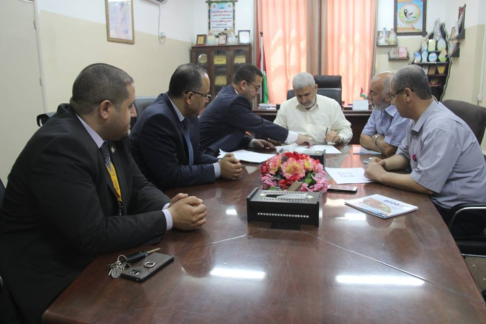 لقاء رئيس بلدية رفح أ. صبحي أبو رضوان مع إدارة البنك الإسلامي الفلسطيني