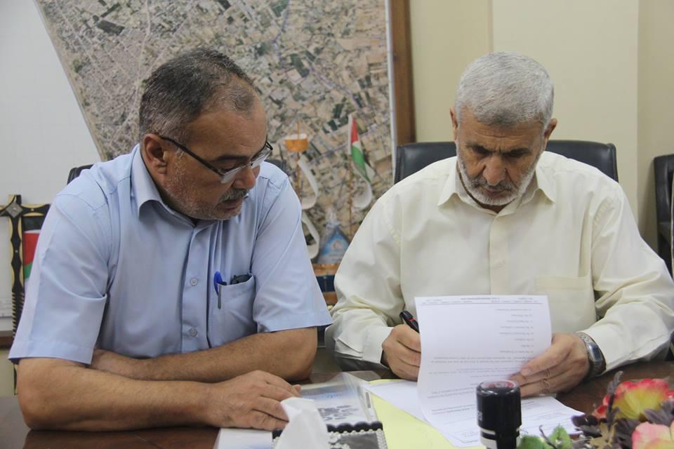 بلدية رفح توقع مذكرات بدء العمل بعدة مشاريع