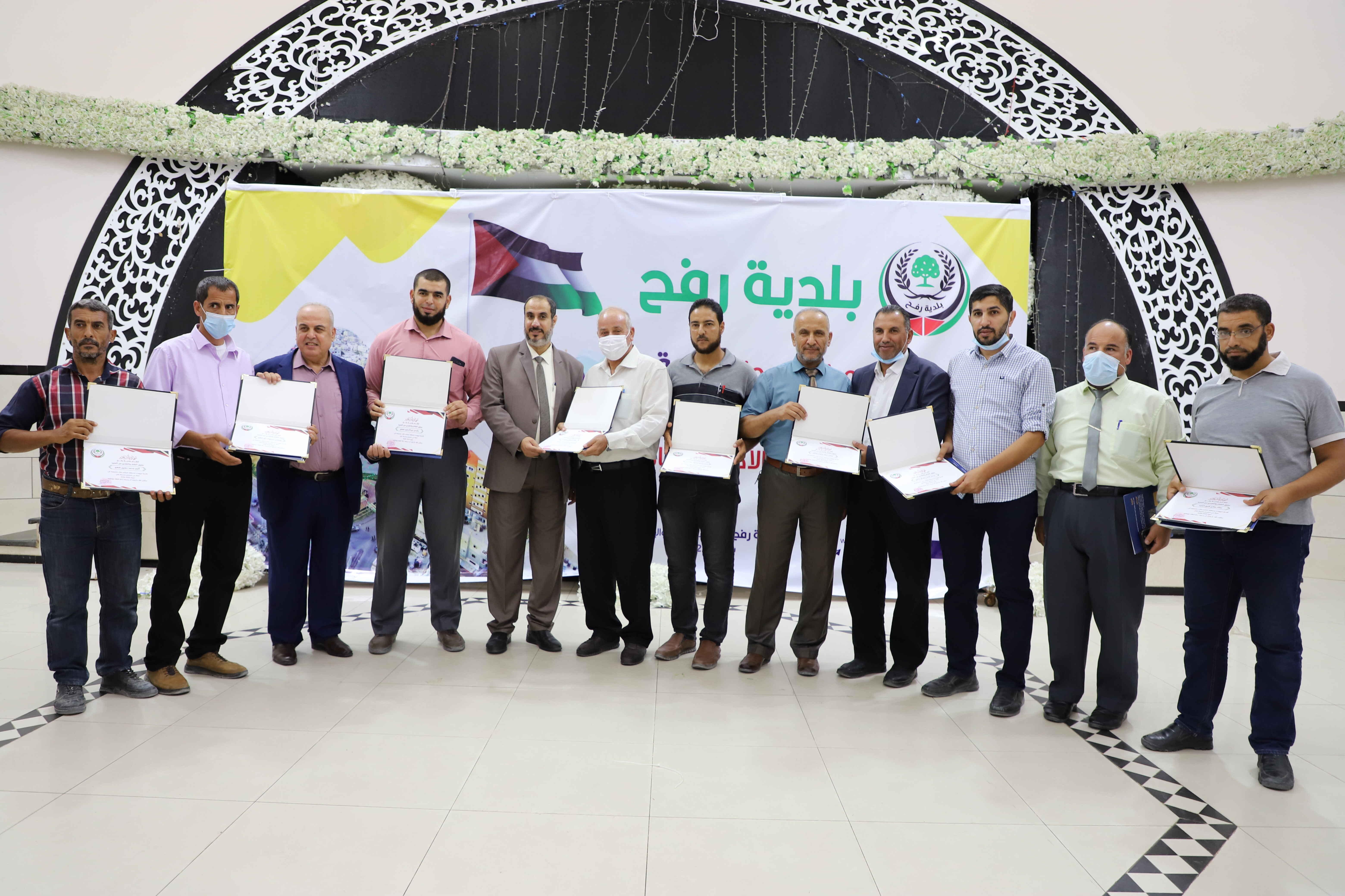 بلدية رفح تكرّم لجان الأحياء للدورة السابقة وتكلّف لجان الدورة الجديدة